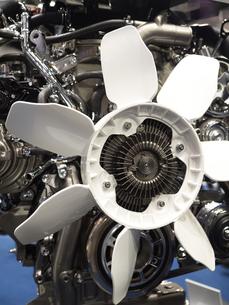 ディーゼルエンジンのカットモデルの写真素材 [FYI03816282]