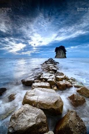 島へ続く道 見附島の写真素材 [FYI03816331]