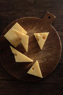 エメンタールチーズの写真素材 [FYI03817050]