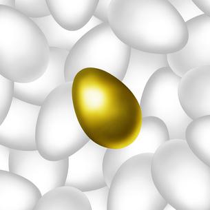 金の卵と沢山の白卵のイラスト素材 [FYI03817155]