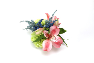 アルストロメリアとアスチルベとカーネーションの花束の写真素材 [FYI03817428]