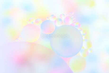 カラフルな泡の写真素材 [FYI03817434]