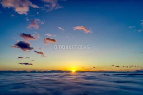 日の出の写真素材 [FYI03817442]