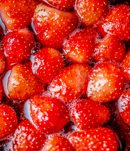 Making strawberry jam. Making jam into fresh strawberry.の写真素材 [FYI03817484]