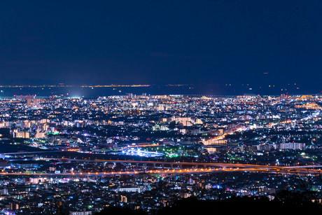 大阪府池田市五月山展望台からの夜景の写真素材 [FYI03817921]
