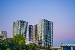 品川区の高層ビル群と夕景の写真素材 [FYI03817938]