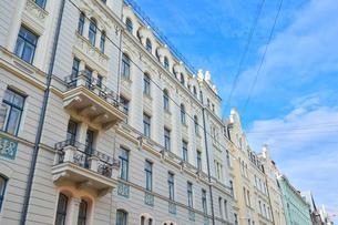 ラトビア・首都リガ新市街にある19世紀から20世紀初頭にかけてヨーロッパを中心に作られた優雅なデザインのアール・ヌーヴォー様式の建築の写真素材 [FYI03818059]