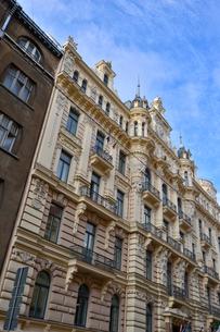 ラトビア・首都リガ新市街にある19世紀から20世紀初頭にかけてヨーロッパを中心に作られた優雅なデザインのアール・ヌーヴォー様式の建築の写真素材 [FYI03818069]