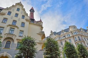 ラトビア・首都リガ新市街にある19世紀から20世紀初頭にかけてヨーロッパを中心に作られた優雅なデザインのアール・ヌーヴォー様式の建築の写真素材 [FYI03818078]