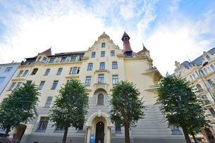 ラトビア・首都リガ新市街にある19世紀から20世紀初頭にかけてヨーロッパを中心に作られた優雅なデザインのアール・ヌーヴォー様式の建築の写真素材 [FYI03818079]