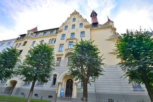 ラトビア・首都リガ新市街にある19世紀から20世紀初頭にかけてヨーロッパを中心に作られた優雅なデザインのアール・ヌーヴォー様式の建築の写真素材 [FYI03818080]