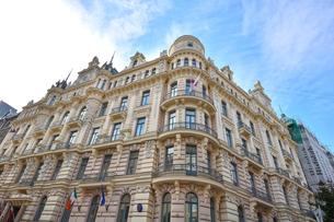 ラトビア・首都リガ新市街にある19世紀から20世紀初頭にかけてヨーロッパを中心に作られた優雅なデザインのアール・ヌーヴォー様式の建築の写真素材 [FYI03818081]
