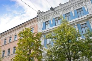 ラトビア・首都リガ新市街にある19世紀から20世紀初頭にかけてヨーロッパを中心に作られた優雅なデザインのアール・ヌーヴォー様式の建築の写真素材 [FYI03818168]