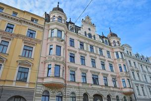 ラトビア・首都リガ新市街にある19世紀から20世紀初頭にかけてヨーロッパを中心に作られた優雅なデザインのアール・ヌーヴォー様式の建築の写真素材 [FYI03818178]