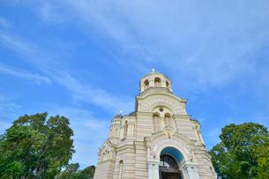 ラトビア・首都リガにあるロシア帝国時代の19世紀後半に建設されたネオ・ビザンチン様式の壮麗な建物の救世主生誕大聖堂の写真素材 [FYI03818205]