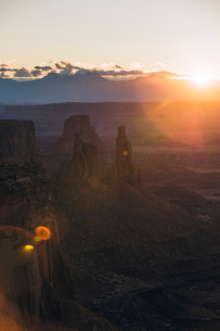 High angle tranquil view of rock formations at Canyonlands National Park during sunriseの写真素材 [FYI03819441]