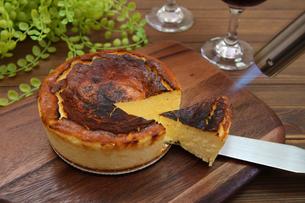 バスクチーズケーキの写真素材 [FYI03819883]