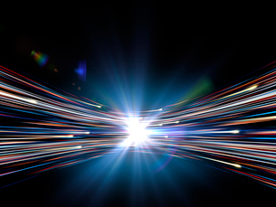 輝く光芒と勢いよく移動する火の玉光線群のイラスト素材 [FYI03820746]
