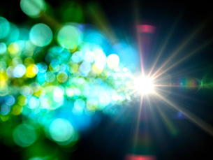 点光源から放射状に広がる色鮮やかな光芒群のイラスト素材 [FYI03820768]