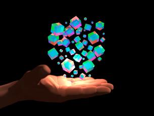 掌に浮かぶ半透明なカラフルブロックの塊のイラスト素材 [FYI03820822]