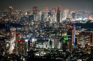 新宿のビル群夜景の写真素材 [FYI03821008]