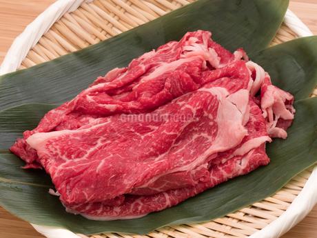 牛肉 すき焼き用肩ロースの写真素材 [FYI03821496]