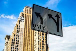 ニューヨーク・マンハッタンの街並みの写真素材 [FYI03821497]