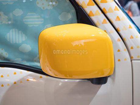 軽自動車のサイドミラーの写真素材 [FYI03821656]
