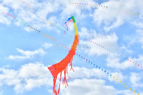 青空に連凧の写真素材 [FYI03821760]