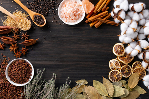 Set of spices on wood background.Top view.Organic concept.の写真素材 [FYI03821920]