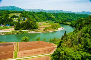 千曲川と上信越の山並みの写真素材 [FYI03821967]