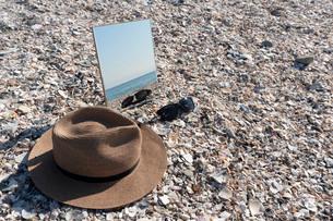 砂浜に映る海05の写真素材 [FYI03822741]