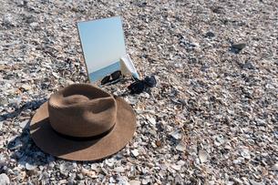 砂浜に映る海04の写真素材 [FYI03822742]