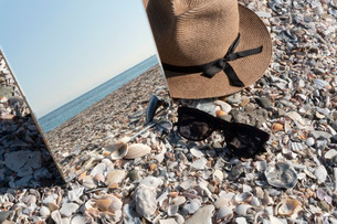 砂浜に映る海02の写真素材 [FYI03822744]