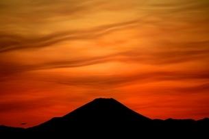 夕暮れの富士の写真素材 [FYI03823532]