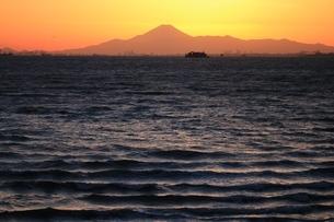 富士山 東京湾越しにの写真素材 [FYI03823534]