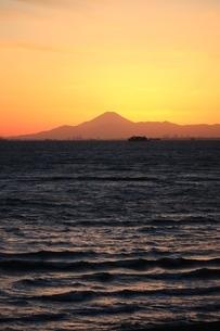 富士山 東京湾越しにの写真素材 [FYI03823535]