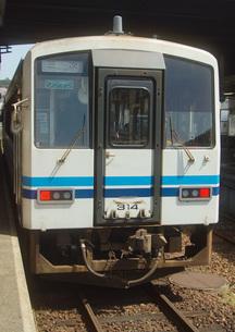 旧三江線 キハ120系(江津駅)の写真素材 [FYI03823613]