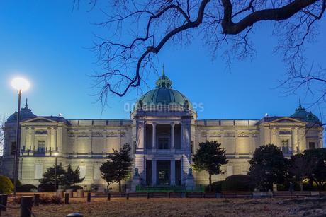 ライトアップされた東京国立博物館の表慶館の写真素材 [FYI03823628]