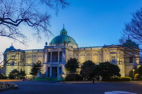 夕暮れ時の表慶館(東京国立博物館)の写真素材 [FYI03823629]