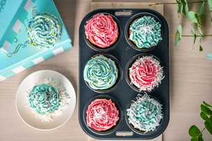 Homemade cupcakes with pink and blue icing decorationの写真素材 [FYI03823887]