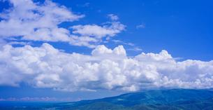北海道 自然 風景 きじひき高原より青空と雲の写真素材 [FYI03824121]