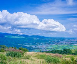 北海道 自然 風景 きじひき高原より城岱高原方面遠望の写真素材 [FYI03824134]