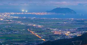 北海道 自然 風景 きじひき高原より北斗市街遠望 (夕景)の写真素材 [FYI03824138]