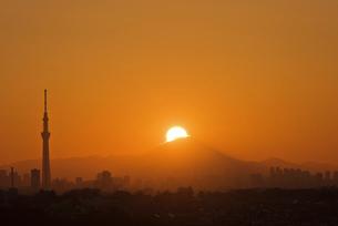 千葉遠望 世界文化遺産 ダイヤモンド富士の写真素材 [FYI03824328]