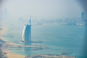 ドバイ(アラブ首長国連邦)の都市風景の写真素材 [FYI03824477]