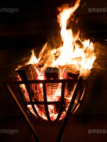 篝火の写真素材 [FYI03824709]
