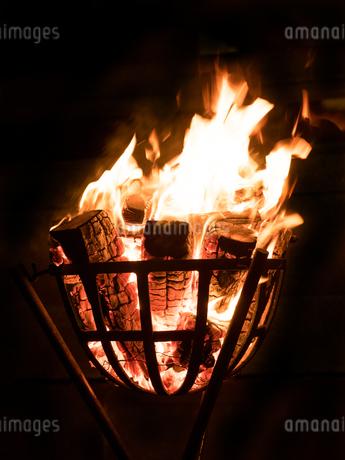 篝火の写真素材 [FYI03824710]
