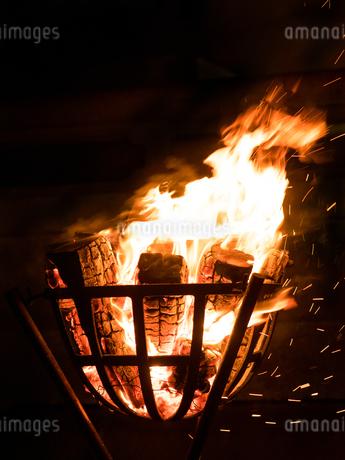 篝火の写真素材 [FYI03824711]