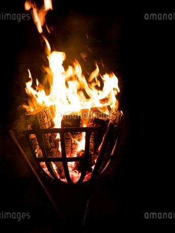 篝火の写真素材 [FYI03824712]